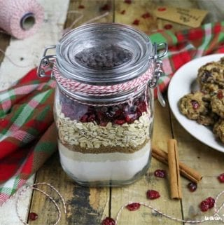 Need an easy, last-minute, but thoughtful gift? Look no further, because these Cranberry-Oatmeal Chocolate Chip Cookies in a Jar arefun, festive, thoughtful and are so simple to make.