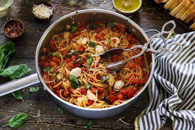 Vegan Pasta Caprese (30-minute meal) Vegan Huggs