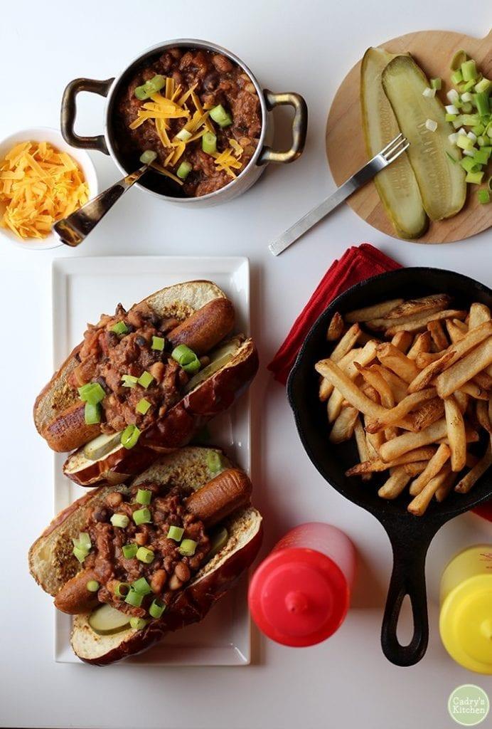 chili dogs - Easy Vegan Dinner Recipes